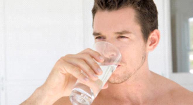 10 thực phẩm giảm Acid uric - nước